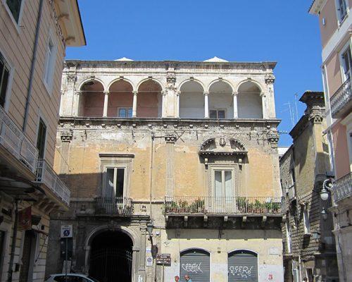 Foggia,_Palazzo_storico_via_Arpi